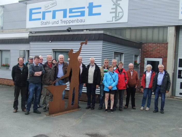 GIN-Mitglieder mit dem Ehepaar Ernst