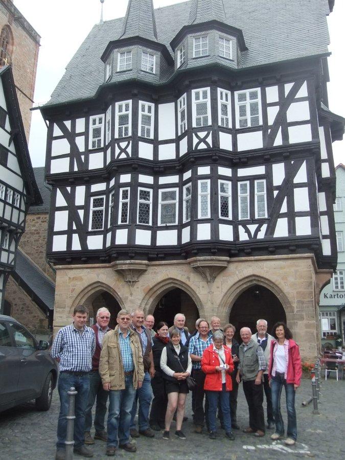 Die GIN-Mitglieder vor dem Rathaus in Alsfeld